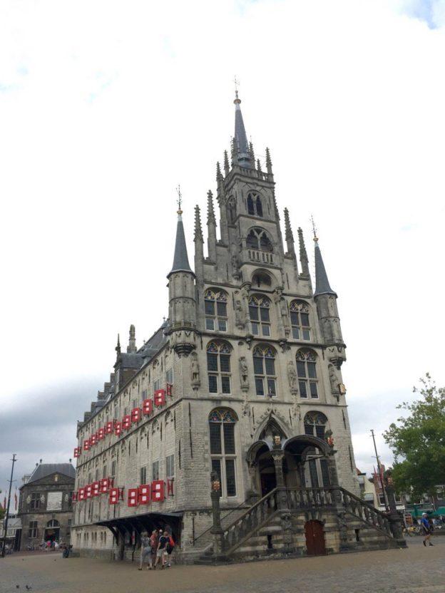 Stadhuis en Waag (achtergrond) (c) 2016 Martin lamboo