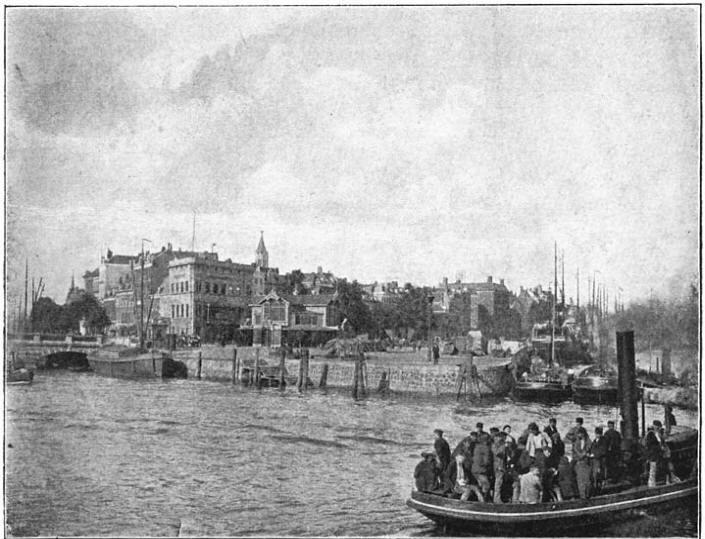 Rotterdam: De Boompjeskade bij den ingang van de Leuvehaven. (ca. 1905)