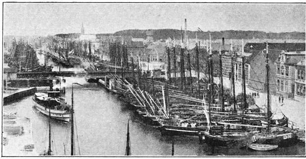 Gezicht op de visschershaven te Vlaardingen. (ca 1905)
