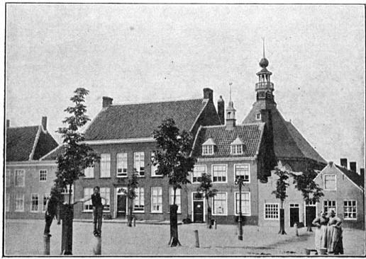 Markt te IJzendijke, met den toren van de Herv. kerk op den achtergrond.