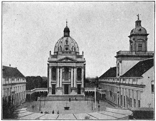 Kapel en binnenplein van het Instituut St. Louis te Oudenbosch.